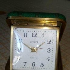 Despertadores antiguos: RELOJ DESPERTADOR EUROPA. AÑOS 60. FUNCIONANDO. BUEN ESTADO. DESCRIPCION Y FOTOS.. Lote 202633173