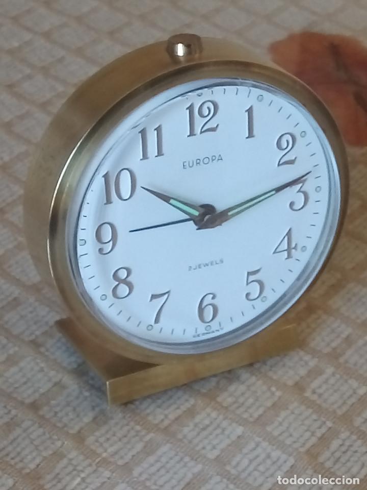 Despertadores antiguos: DESPERTADOR EUROPA. AÑOS 60. FUNCIONANDO. PERFECTO. TODO METAL . DESCRIPCION Y FOTOS. - Foto 3 - 203319706