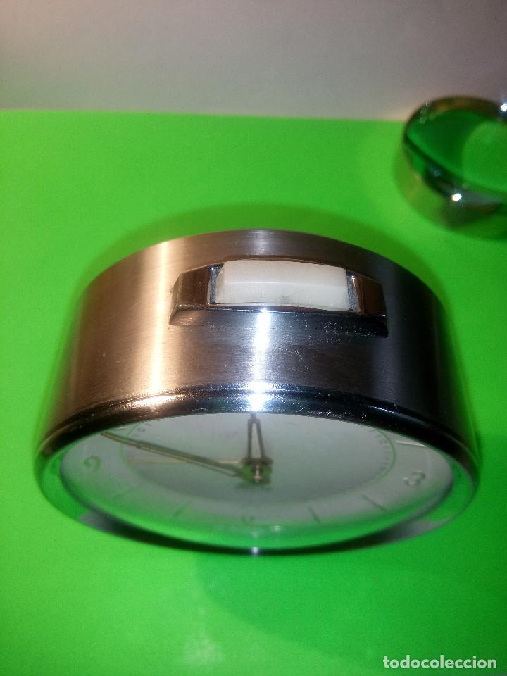 Despertadores antiguos: DESPERTADOR MICRO. FUNCIONANDO. TODO EN METAL ACERO. 9 x 10 DESCRIPCION Y FOTOS.N - Foto 12 - 204116178