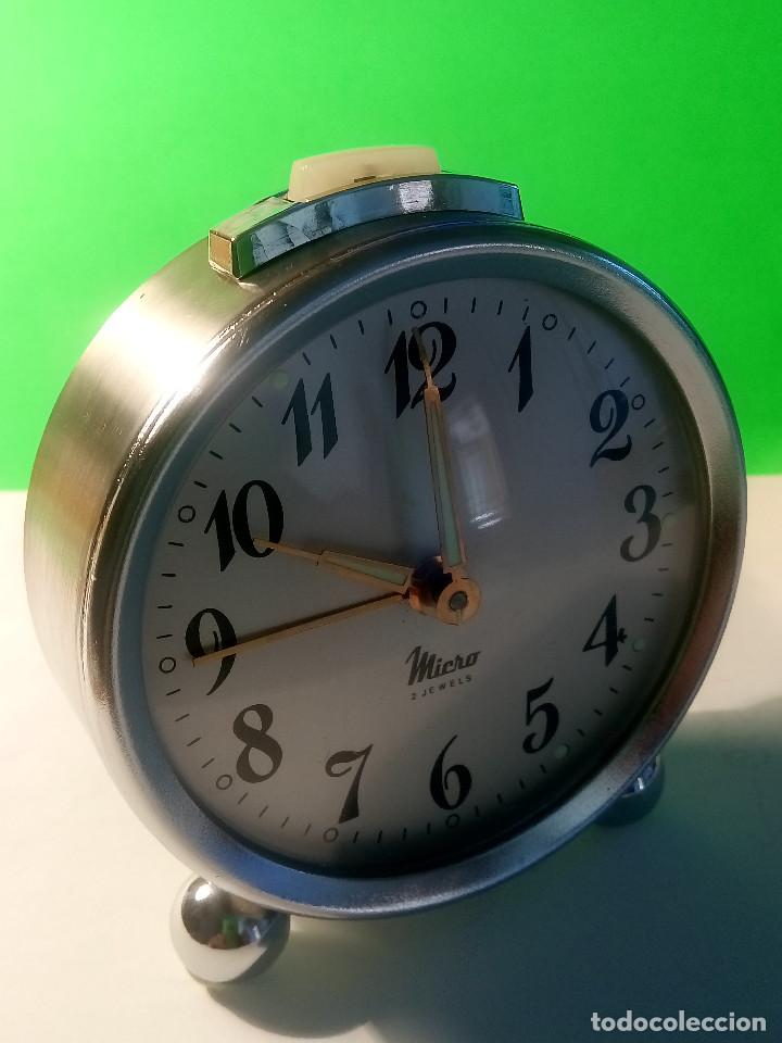 Despertadores antiguos: RELOJ DESPERTADOR MICRO. FUNCIONANDO. AÑOS 60. TODO METAL. DESCRIPCION Y FOTOS. - Foto 2 - 204380881