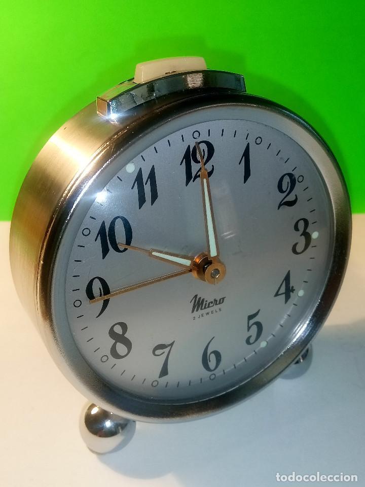 RELOJ DESPERTADOR MICRO. FUNCIONANDO. AÑOS 60. TODO METAL. DESCRIPCION Y FOTOS. (Relojes - Relojes Despertadores)