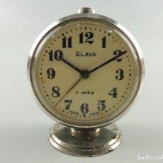 Despertadores antiguos: ANTIGUO RELOJ DESPERTADOR A CUERDA MARCA SLAVA AÑOS 60 ERA COMUNISTA. Lote 205031701