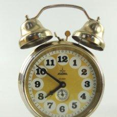 Despertadores antiguos: ANTIGUO RELOJ DESPERTADOR A CUERDA MARCA ARADORA BONITA DECORACIÓN. Lote 205035460