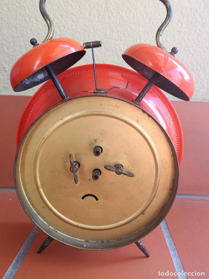 Despertadores antiguos: ANTIGUO RELOJ DESPERTADOR VINATGE BAUHAUS UWESTRA WESTERN GERMANY COLOR NARANJA PINTURA ORIGINAL - Foto 3 - 205601607