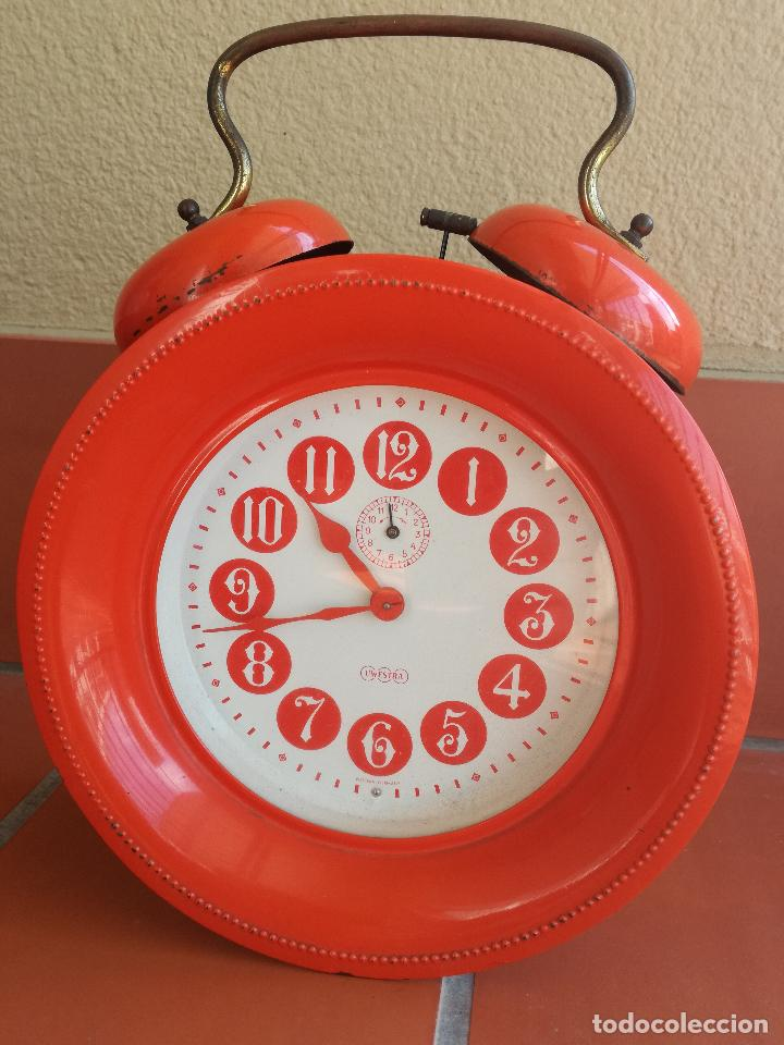 ANTIGUO RELOJ DESPERTADOR VINATGE BAUHAUS UWESTRA WESTERN GERMANY COLOR NARANJA PINTURA ORIGINAL (Relojes - Relojes Despertadores)