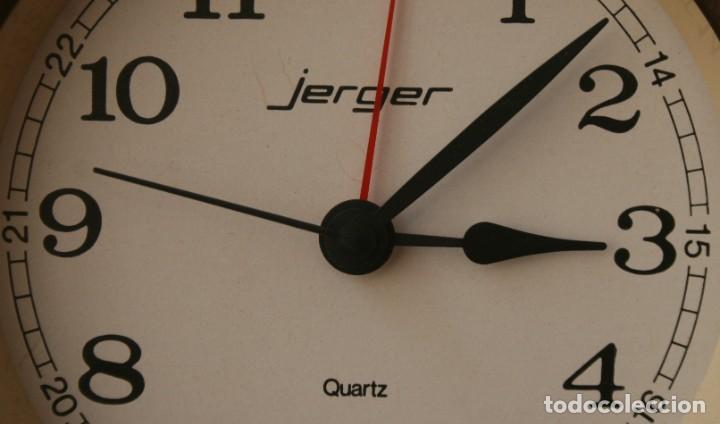 Despertadores antiguos: ANTIGUO RELOJ DESPERTADOR DE LATON CUARZO MARCA JERGER ALEMANIA AÑOS 60 FUNCIONANDO!!! - Foto 2 - 205874660