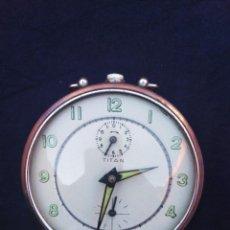 Despertadores antiguos: DESPERTADOR CUERDA ANTIGUO TITAN. Lote 206450503