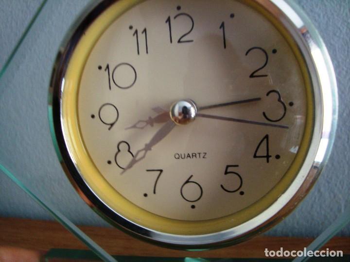 Despertadores antiguos: RELOJ DE CRISTAL QUARTZ CON ALARMA - Foto 2 - 209950121