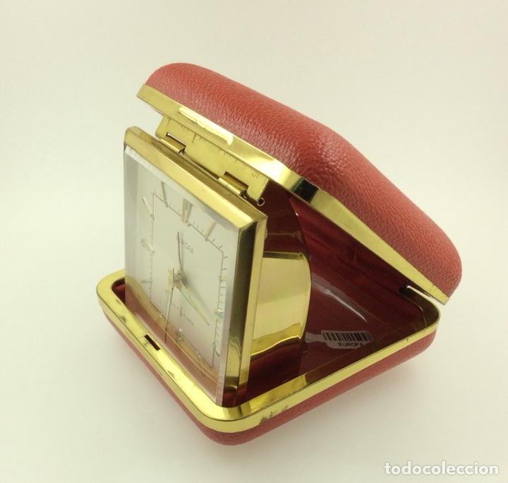 Despertadores antiguos: Antiguo despertador de Viaje plegable marca Europa - Foto 3 - 210022917