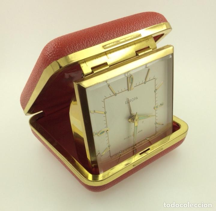 Despertadores antiguos: Antiguo despertador de Viaje plegable marca Europa - Foto 4 - 210022917
