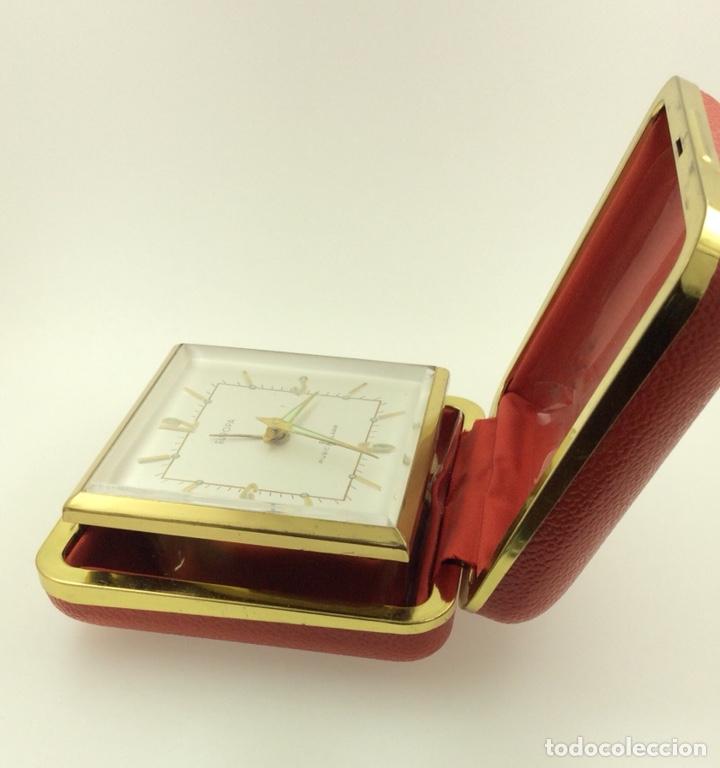 ANTIGUO DESPERTADOR DE VIAJE PLEGABLE MARCA EUROPA (Relojes - Relojes Despertadores)