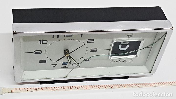 Despertadores antiguos: Antiguo Despertador, con Calendario. Cuerda - Foto 4 - 212579773