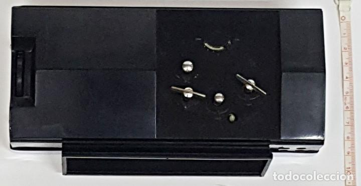 Despertadores antiguos: Antiguo Despertador, con Calendario. Cuerda - Foto 5 - 212579773