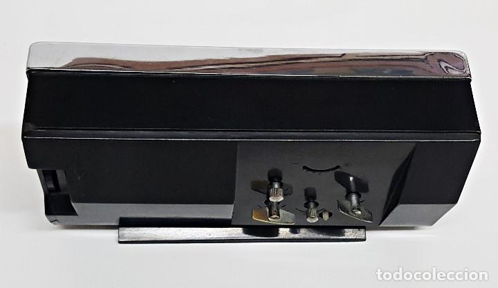 Despertadores antiguos: Antiguo Despertador, con Calendario. Cuerda - Foto 8 - 212579773