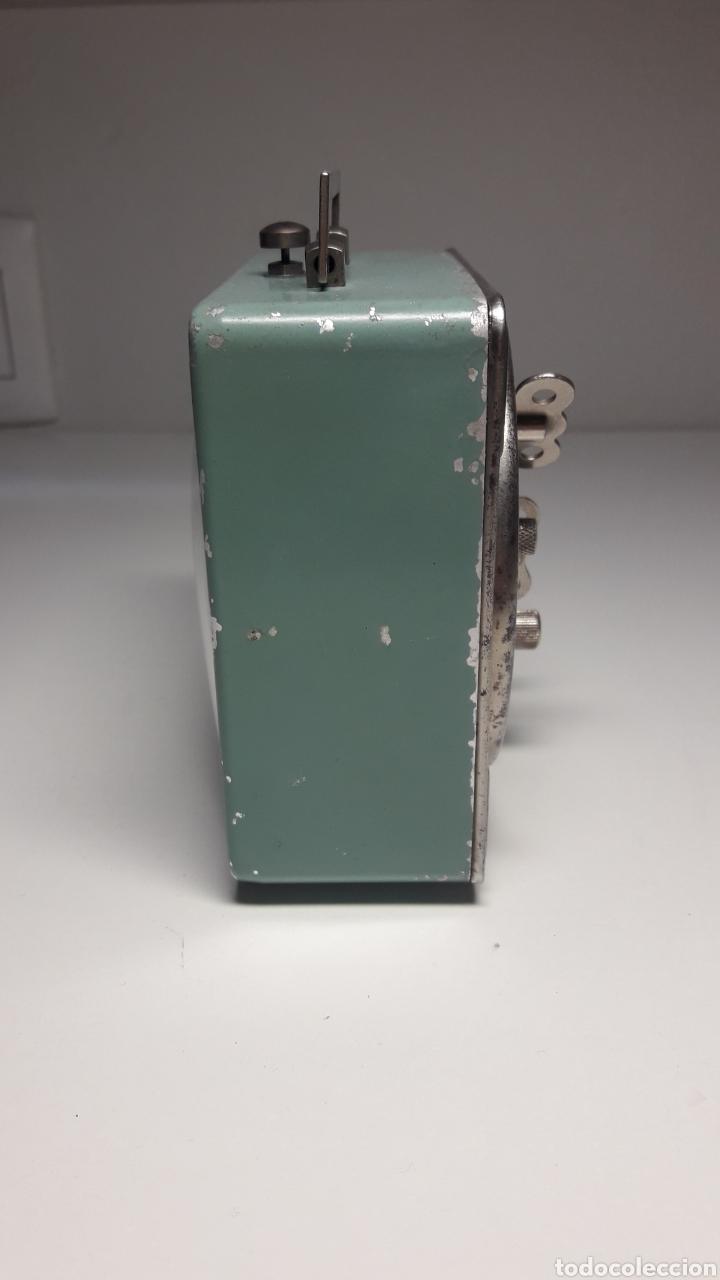 Despertadores antiguos: Antiguo reloj despertador de cuerda revisado - Foto 3 - 213207711