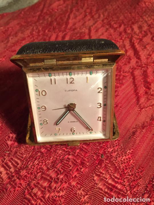 ANTIGUO RELOJ DESPERTADOR MARCA EUROPA PLEGABLE PARA VIAJE AÑOS 60 (Relojes - Relojes Despertadores)
