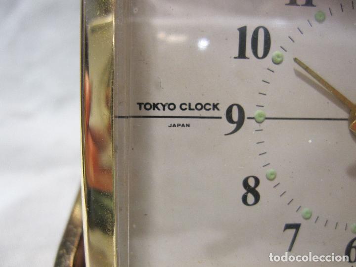 Despertadores antiguos: RELOJ DESPERTADOR DE VIAJE. VINTAGE. TOKYO CLOCK. EN FUNCIONAMIENTO. 3 X 7,5 X 10 CM (CERRADO) - Foto 3 - 214444232