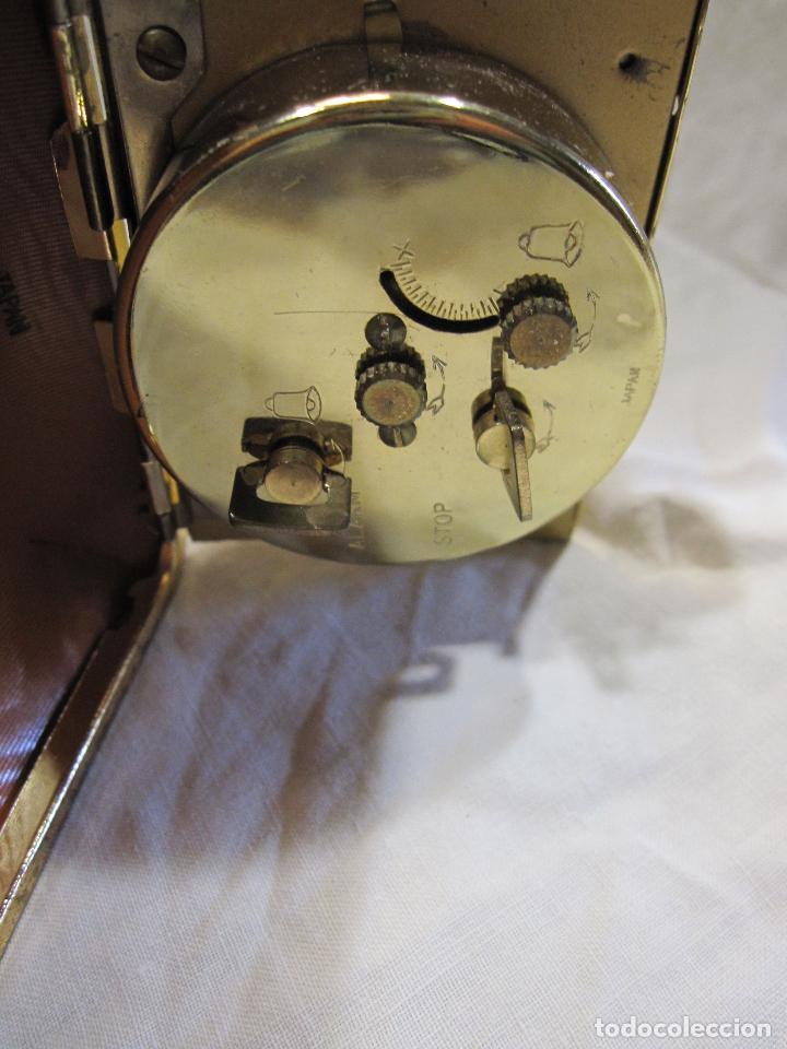 Despertadores antiguos: RELOJ DESPERTADOR DE VIAJE. VINTAGE. TOKYO CLOCK. EN FUNCIONAMIENTO. 3 X 7,5 X 10 CM (CERRADO) - Foto 7 - 214444232
