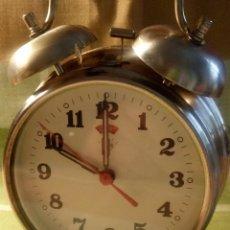 Despertadores antiguos: RELOJ A CUERDA DE DOS CAMPANAS. BUEN ESTADO. RELOJ FUNCIONANDO. DESCRICPION Y FOTOS.. Lote 218356723