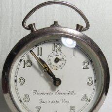 Despertadores antiguos: DESPERTADOR PUBLICIDAD JURAIZ DE LA VERA - FLORENCIO SERRADILLA DECADA 1950. Lote 219673306