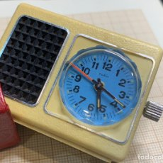 Despertadores antiguos: RELOJ / DESPERTADOR CON FUNDA MINI 5 X 4 CM. Lote 219874043