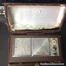 Despertadores antiguos: ANTIGUO RADIO-RELOJ-DESPERTADOR DE VIAJE O ESCRITRIO.. AUDEL. Lote 220386145