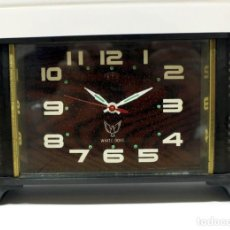 Despertadores antiguos: RELOJ DESPERTADOR WHITE DOVE. ANTIGUO Y MANUAL. FUNCIONANDO. AÑOS 90´. RARO.. Lote 222335120