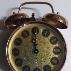 Despertadores antiguos: RELOJ DESPERTADOR VINTAGE FABRICADO EN LA ANTIGUA CHECOSLOVAQUIA (MARCA PRIM). Lote 222606075