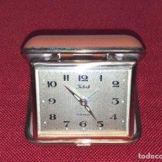 Despertadores antiguos: RELOJ DESPERTADOR VINTAGE DE VIAJE. Lote 222677038