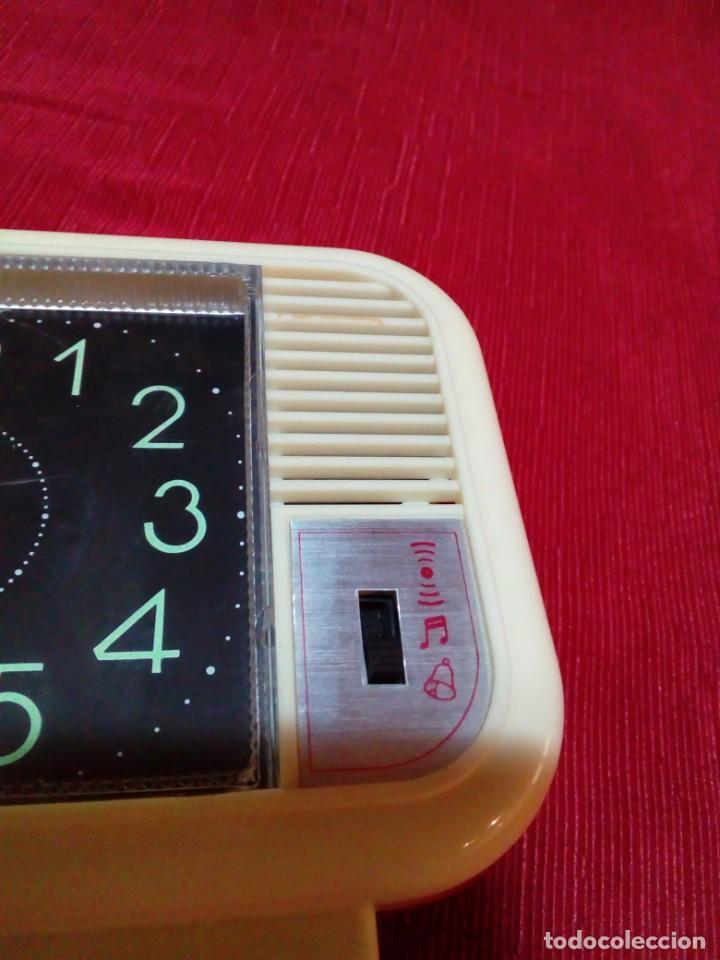 Despertadores antiguos: reloj despertador ELCO con tres melodias - Foto 2 - 223722400