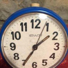 Despertadores antiguos: ANTIGUO DESPERTADOR MARCA NOWLEY COLOR AZUL DE LOS AÑOS 70. Lote 224899737