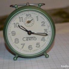 Despertadores antiguos: ANTIGUO RELOJ DESPERTADOR A CUERDA / DE METAL / MARCA CERTTO - FABRICACIÓN ESPAÑOLA ¡MIRA DETALLES!. Lote 227606425