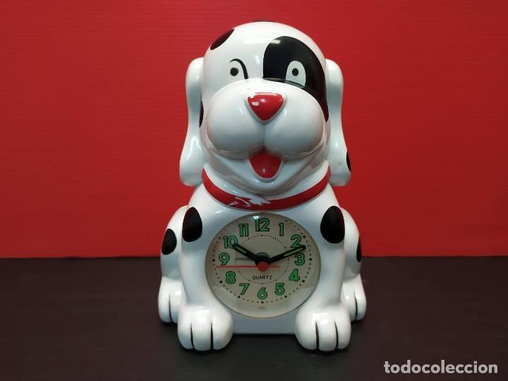 ANTIGUO RELOJ DESPERTADOR FORMA DE PERRO DALMATA. AÑOS 80-90. VINTAGE FUNCIONANDO (Relojes - Relojes Despertadores)