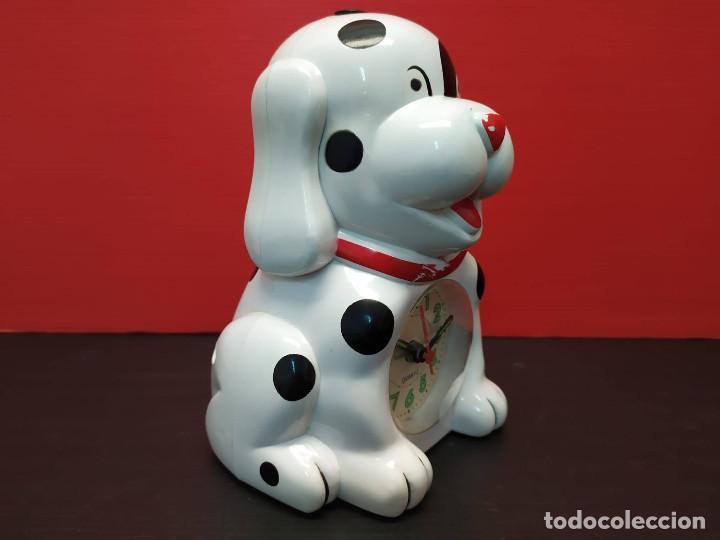 Despertadores antiguos: Antiguo Reloj despertador forma de perro dalmata. Años 80-90. vintage Funcionando - Foto 3 - 231888470