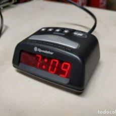 Despertadores antiguos: RELOJ DESPERTADOR ELECTRICO CON ALARMA DE MESITA DE NOCHE ROADSTAR. Lote 236268600