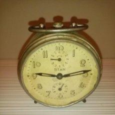 Despertadores antiguos: RELOJ DESPERTADOR TITAN. Lote 236409640