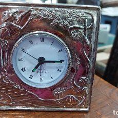Despertadores antiguos: RELOJ DESPERTADOR DE ALPACA MIDE 11X11CM. Lote 239673380