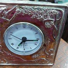 Despertadores antiguos: RELOJ DESPERTADOR DE ALPACA MIDE 11X11CM. Lote 239673695