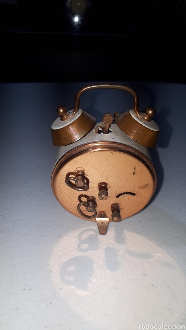Despertadores antiguos: Pequeño reloj despertador en laton y esmalte blanco marca BLESSING leer descripción - Foto 2 - 241860310