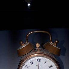 Despertadores antiguos: PEQUEÑO RELOJ DESPERTADOR EN LATON Y ESMALTE BLANCO MARCA BLESSING LEER DESCRIPCIÓN. Lote 241860310