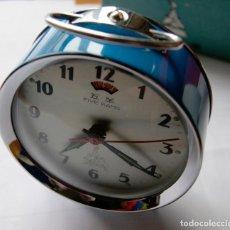 Despertadores antiguos: DESPERTADOR MECANICO FIVE RAMS CHINO CON SU CAJA ORIGINAL NOS. Lote 241867435