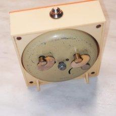 Despertadores antiguos: RELOJ DESPERTADOR MICRO. FUNCIONANDO RELOJ. BUEN ESTADO. 8.5 X 8.5 CTMS. DESCRIPCION Y FOTOS.. Lote 242064385