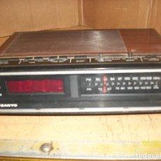Despertadores antiguos: RADIO DESPERTADOR SANYO-MODELO RM 5100. Lote 245992955