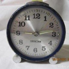 Despertadores antiguos: RELOJ DESPERTADOR VINTAGE GONG FABRICACION ESPAÑOLA. Lote 253178055