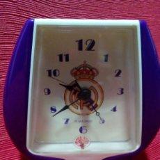 Despertadores antiguos: RELOJ DESPERTADOR REAL MADRID. Lote 254488590