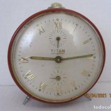 Despertadores antiguos: RELOJ DESPERTADOR TITAN RUBI FABRICACION ESPAÑOLA FUNCIONA TODO. Lote 254923105
