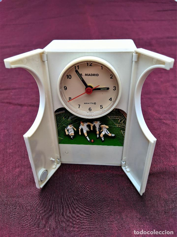RELOJ DESPERTADOR OFICIAL REAL MADRID A.C.B. 1997 (CANTA EL HIMNO AL SONAR) (Relojes - Relojes Despertadores)
