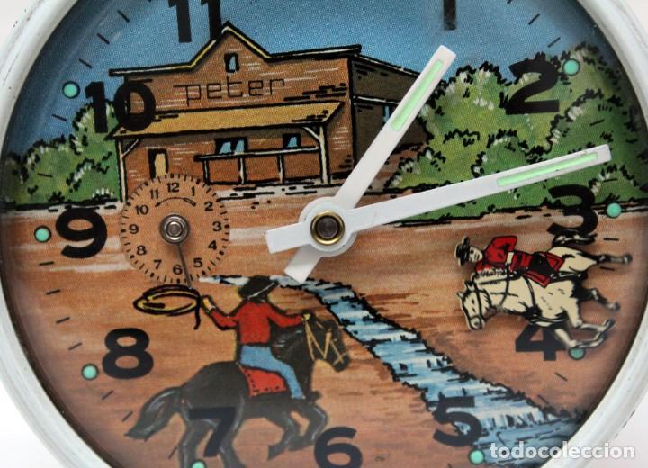 Despertadores antiguos: Reloj despertador PETER. AÑOS 60 -Made in Germany. El Caballo pequeño se mueve.... - Foto 2 - 264326600