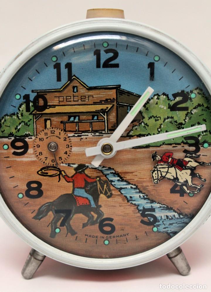 Despertadores antiguos: Reloj despertador PETER. AÑOS 60 -Made in Germany. El Caballo pequeño se mueve.... - Foto 3 - 264326600