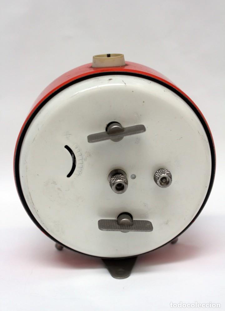 Despertadores antiguos: Reloj despertador PETER. AÑOS 60 -Made in Germany. El Caballo pequeño se mueve.... - Foto 6 - 264326600